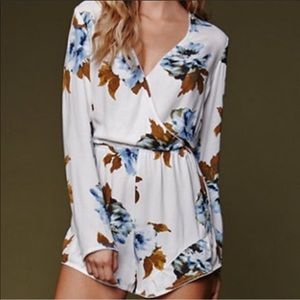 House of Harlow 1960 Floral Romper Size Large
